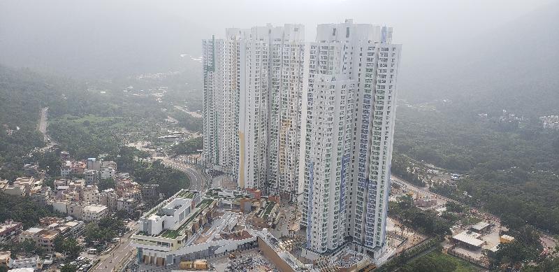 新落成的東涌滿東邨合共四座樓宇今日(十一月十二日)開始入伙,提供3 866個單位,可供約11 800人入住。