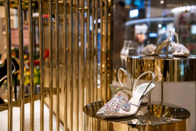 意大利手工鞋履生產商Rene Caovilla今日(十一月十四日)在尖沙咀海港城開設旗艦店。新店為顧客展示該品牌一系列的高貴女裝鞋履,所有產品均在意大利威尼斯人手製造及進口。