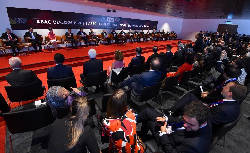 行政長官林鄭月娥(左三)今日(十一月十七日)下午在巴布亞新畿內亞莫爾兹比港出席亞太區經濟合作組織商貿諮詢理事會成員對話。