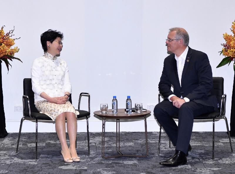 行政長官林鄭月娥(左)今日(十一月十八日)在巴布亞新畿內亞莫爾兹比港與澳洲總理莫里森(右)會面。