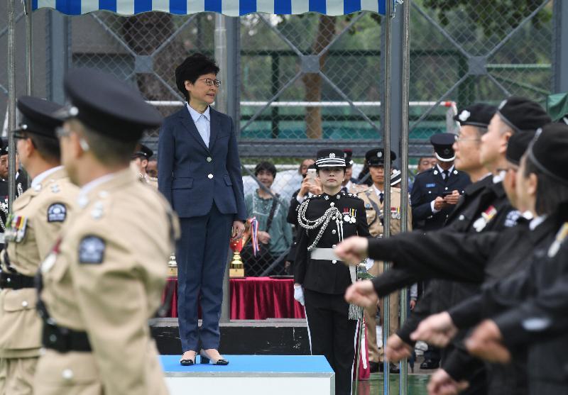 行政長官林鄭月娥今日(十一月二十五日)出席香港聖約翰救傷隊周年檢閱。圖示林鄭月娥(左三)檢閱聖約翰救傷隊隊伍。