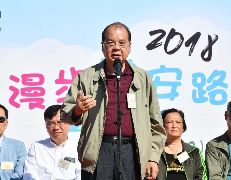 政務司司長張建宗今日(十二月二日)在工聯職安健協會「漫步職安路2018」步行籌款日啟動禮致辭。