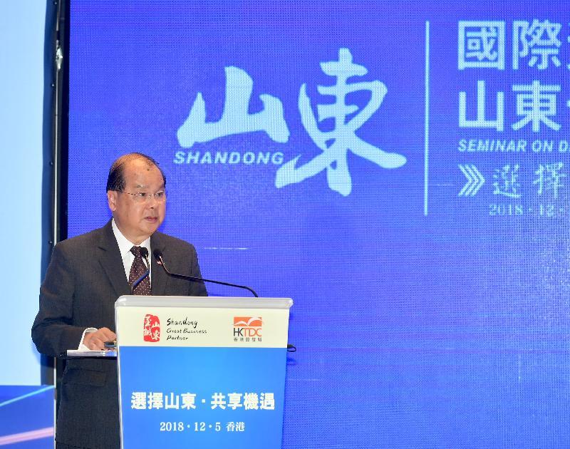 政務司司長張建宗今日(十二月五日)在國際資本助推山東十強產業發展推介會致辭。