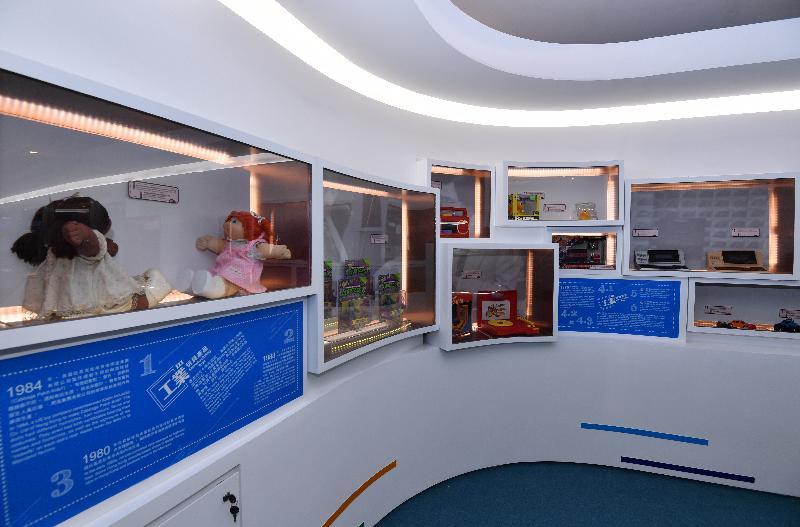 香港特區政府慶祝國家改革開放四十周年:「飛躍四十載 同發展‧共繁榮」展覽今日(十二月十一日)於香港歷史博物館開幕。圖示展覽展出不同年代在香港或內地生產的玩具。