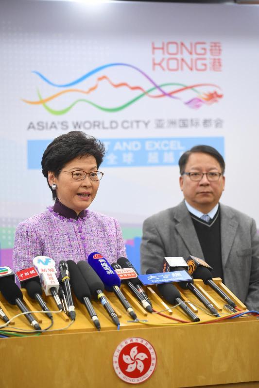 行政長官林鄭月娥(左)今日(十二月十七日)下午在北京會見傳媒,總結訪京之行。旁為行政長官辦公室主任陳國基。