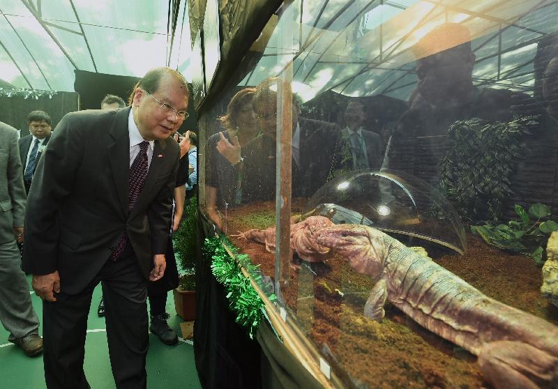 政務司司長張建宗今日(十二月二十一日)出席香港北區花鳥蟲魚展覽2018開幕暨頒獎禮,並參觀展覽。