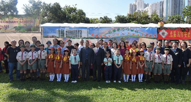政務司司長張建宗今日(十二月二十一日)出席香港北區花鳥蟲魚展覽2018開幕暨頒獎禮,並與嘉賓和參加者合照。