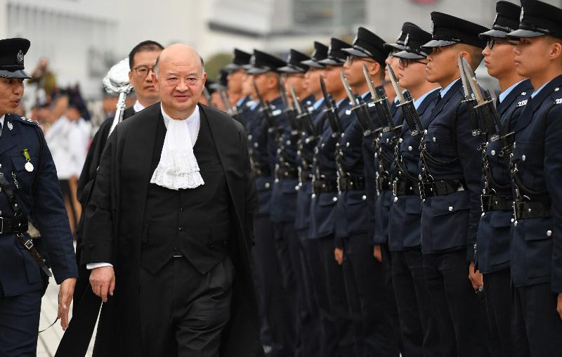 终审法院首席法官马道立今日(一月十四日)主持二○一九年法律年度开启典礼,并于爱丁堡广场检阅香港警察仪仗队。