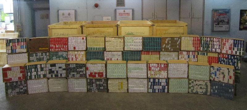 香港海關一月十四日在文錦渡管制站檢獲約一百一十萬支懷疑私煙,估計市值約三百萬元,應課稅值約二百一十萬元。