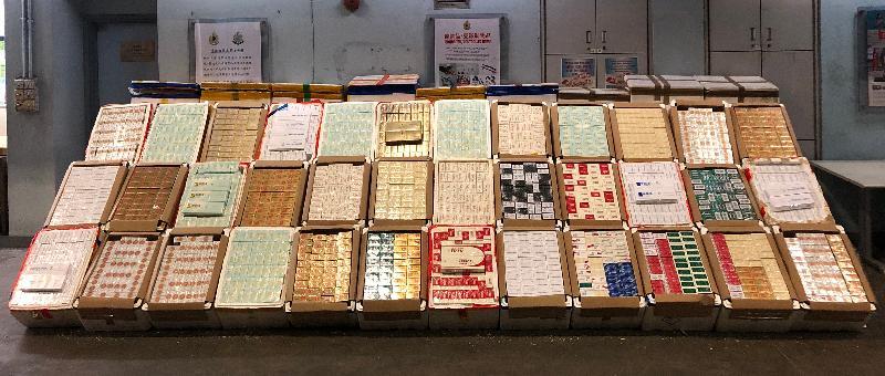 香港海關昨日(一月二十一日)在文錦渡管制站檢獲約一百六十萬支懷疑私煙,估計市值約四百四十萬元,應課稅值約三百一十萬元。
