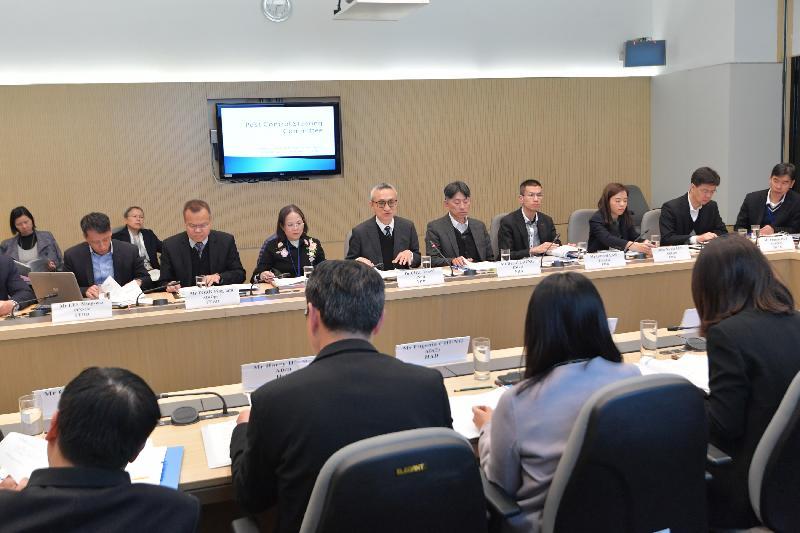食物及衞生局副局長徐德義醫生今日(一月二十四日)主持防治蟲鼠督導委員會會議,共有三個決策局、19個政府部門及一個機構的代表出席。