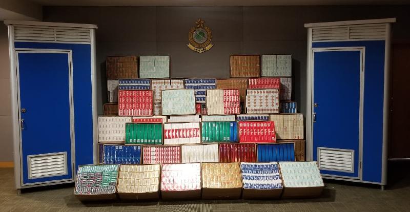 香港海關一月二十三日在落馬洲管制站一輛入境貨車檢獲約一百八十萬支懷疑私煙,估計市值約四百八十萬元,應課稅值約三百四十萬元。