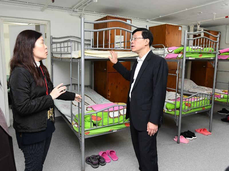 保安局局長李家超(右)今日(一月二十五日)下午到訪沙田區,參觀香港戒毒會成年婦女康復中心的設施。