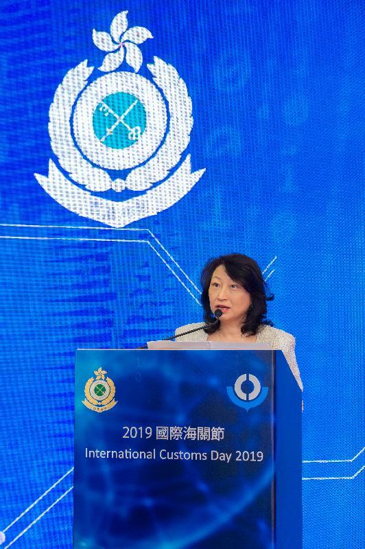 律政司司長鄭若驊資深大律師在二○一九年「國際海關節」慶祝酒會上致辭。