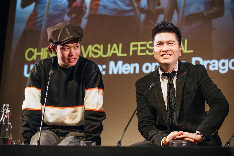 香港驻伦敦经济贸易办事处(伦敦经贸办)赞助华人视觉艺术节于一月二十五日(伦敦时间)在伦敦首次放映由香港编剧陈咏燊首次执导的电影《逆流大叔》,在英国推广香港电影。图示陈咏燊(右)与其中一位演员胡子彤(左)在电影放映后与观众交流。
