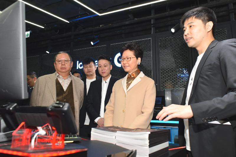 行政長官林鄭月娥今日(一月二十八日)出席CGA香港電競館開幕典禮。圖示林鄭月娥(右二)參觀電競館。