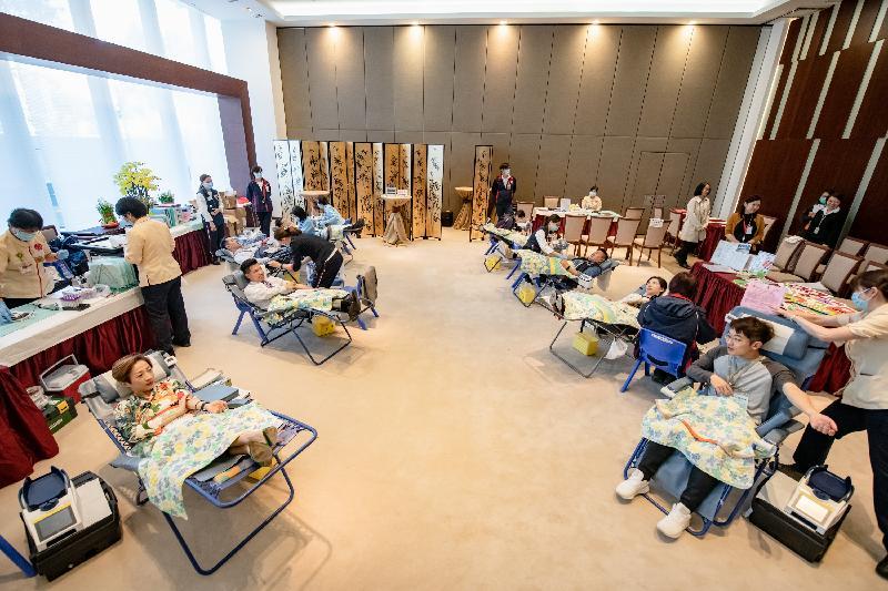 立法會捐血日今日(一月三十日)在立法會綜合大樓舉行,共有十三位立法會議員參與。