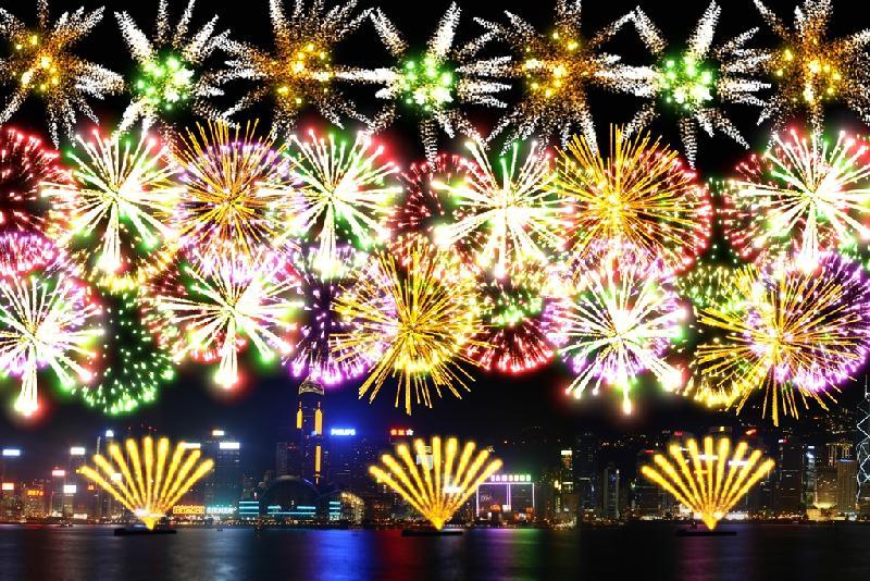 「二○一九年農曆新年煙花匯演」年初二(二月六日)晚上八時在維多利亞港上空舉行。圖示最後一幕煙花「普天同慶」,同一時間發放十個七吋「錦冠柳帶紫芯心」禮花彈,以震撼效果慶祝中華人民共和國成立七十周年。