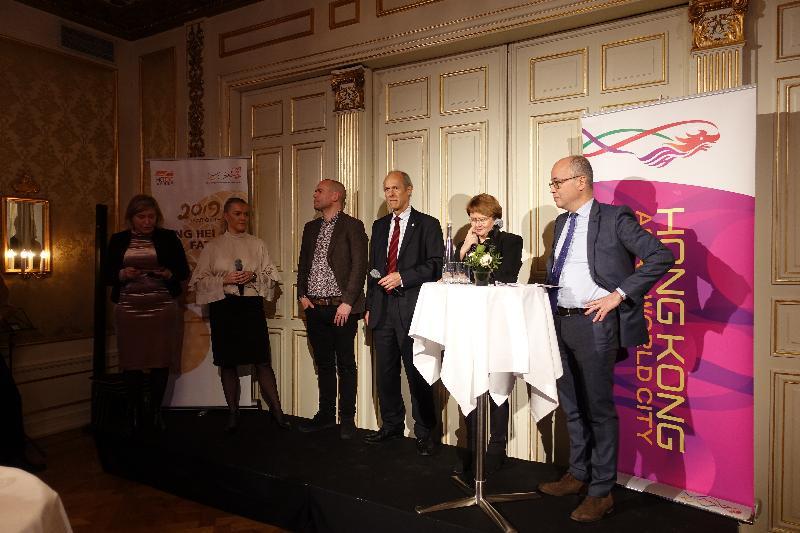 香港駐倫敦經濟貿易辦事處一月二十九日(斯德哥爾摩時間)在瑞典斯徳哥爾摩舉辦新春酒會及研討會,與香港經商的瑞典公司在研討會上與參加者交流經驗。