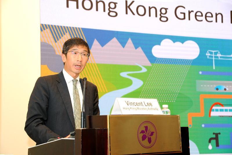香港金融管理局(金管局)今日(二月二十五日)舉辦氣候債券倡議組織《香港綠色債券市場報告》發布會。圖示香港金融管理局助理總裁(外事)李永誠在發布會致開幕辭。