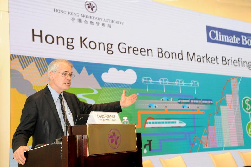 香港金融管理局今日(二月二十五日)舉辦氣候債券倡議組織(CBI)《香港綠色債券市場報告》發布會。圖示CBI首席執行官Sean Kidney在發布會介紹《香港綠色債券市場報告》。