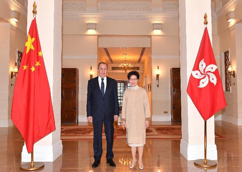 行政長官林鄭月娥(右)今日(二月二十六日)上午在禮賓府與訪港的俄羅斯外交部部長謝爾蓋.拉夫羅夫(左)會面。