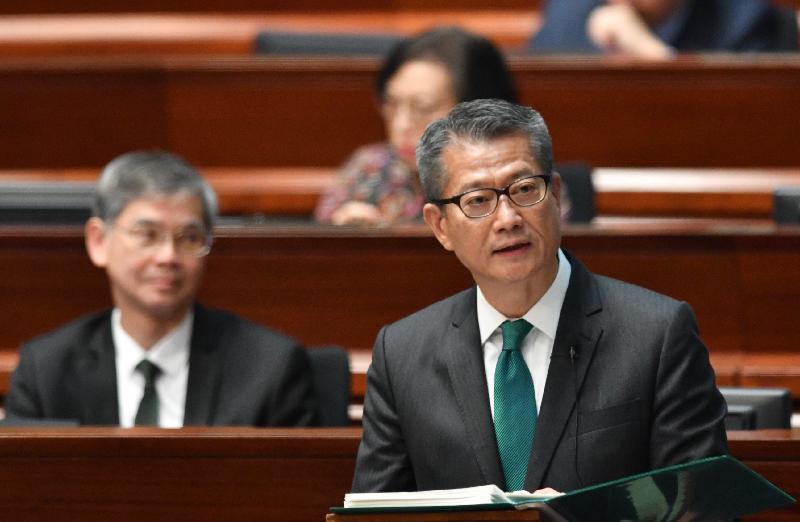 财政司司长陈茂波今日(二月二十七日)在立法会宣读二零一九至二零年度《财政预算案》。