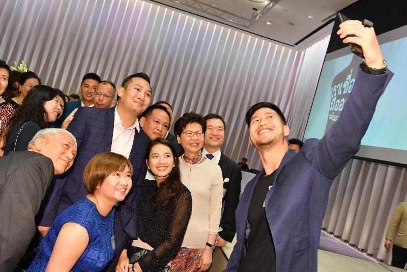 行政長官林鄭月娥(右三)昨日(二月二十七日)晚上在曼谷展開訪問泰國行程,並與在當地居住及工作的港人會面。