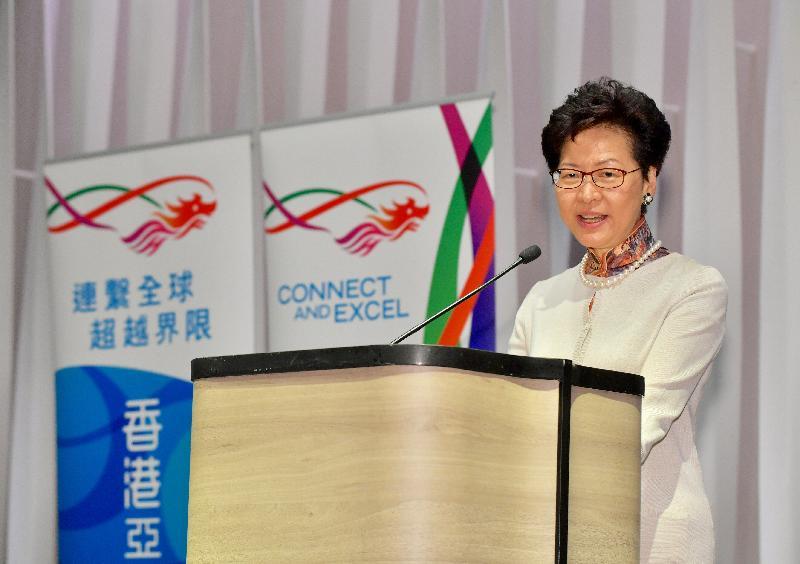 行政長官林鄭月娥昨日(二月二十七日)晚上在曼谷展開訪問泰國行程,並與在當地居住及工作的港人會面。圖示林鄭月娥在聚會發言。