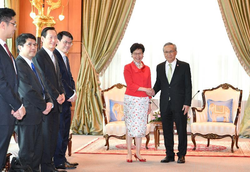 行政長官林鄭月娥(右二)今日(二月二十八日)在泰國曼谷與泰國外交部長Don Pramudwinai(右一)會面。行政會議非官守議員召集人陳智思(左三)、商務及經濟發展局局長邱騰華(左四)及香港駐曼谷經濟貿易辦事處處長李湘原(左一)亦有出席。