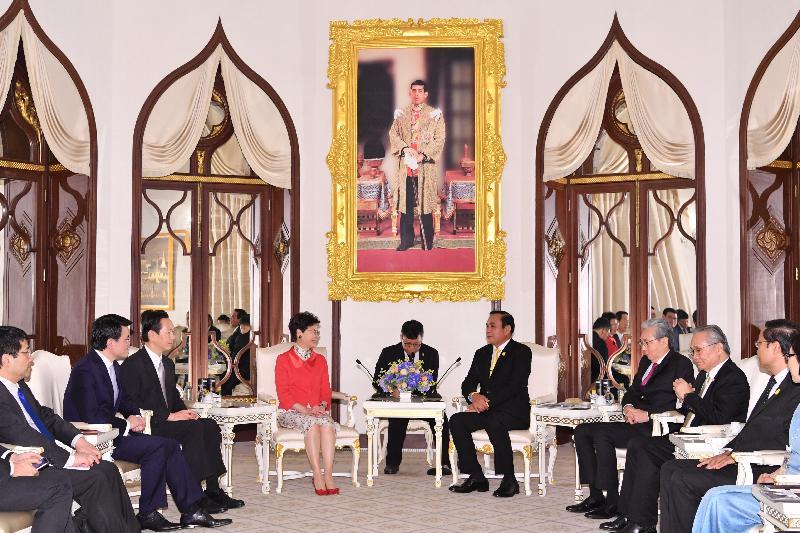 行政長官林鄭月娥(左四)今日(二月二十八日)在泰國曼谷與泰國總理巴育(右四)會面。泰國副總理頌吉(右三)、行政會議非官守議員召集人陳智思(左三)及商務及經濟發展局局長邱騰華(左二)亦有出席。