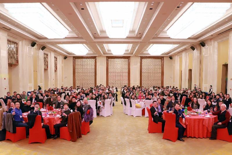 香港驻武汉经济贸易办事处今日(二月二十八日)联同香港贸易发展局武汉代表处及中国香港(地区)商会──武汉举办「庆祝国家改革开放40周年暨在鄂港人新春聚会2019」。图示在湖北营商、工作和就学的香港人出席聚会。
