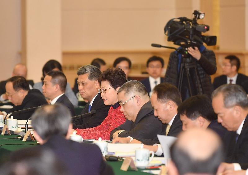 行政長官林鄭月娥(右五)今日(三月一日)在北京以成員身分出席國務院副總理韓正主持召開的粵港澳大灣區建設領導小組第二次全體會議。