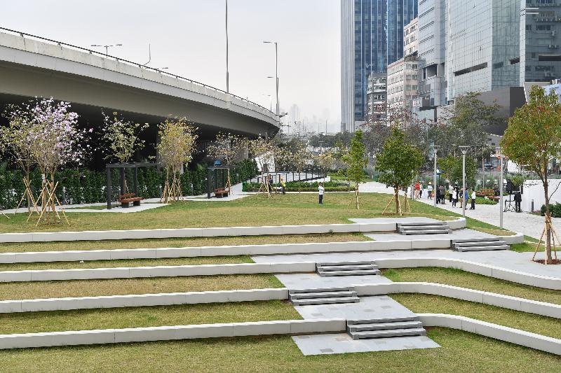 隨着翠屏河花園第二期竣工,翠屏河花園今日(三月一日)起全面開放,為市民提供舒適的公共休憩空間和多元化的設施。