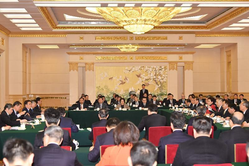 行政長官林鄭月娥(右五)今日(三月一日)在北京以成員身分出席國務院副總理韓正(左三)主持召開的粵港澳大灣區建設領導小組第二次全體會議。