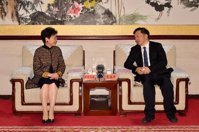 行政長官林鄭月娥今日(三月二日)在北京參觀中央廣播電視總台。圖示林鄭月娥(左)與中央廣播電視總台台長慎海雄(右)會面。