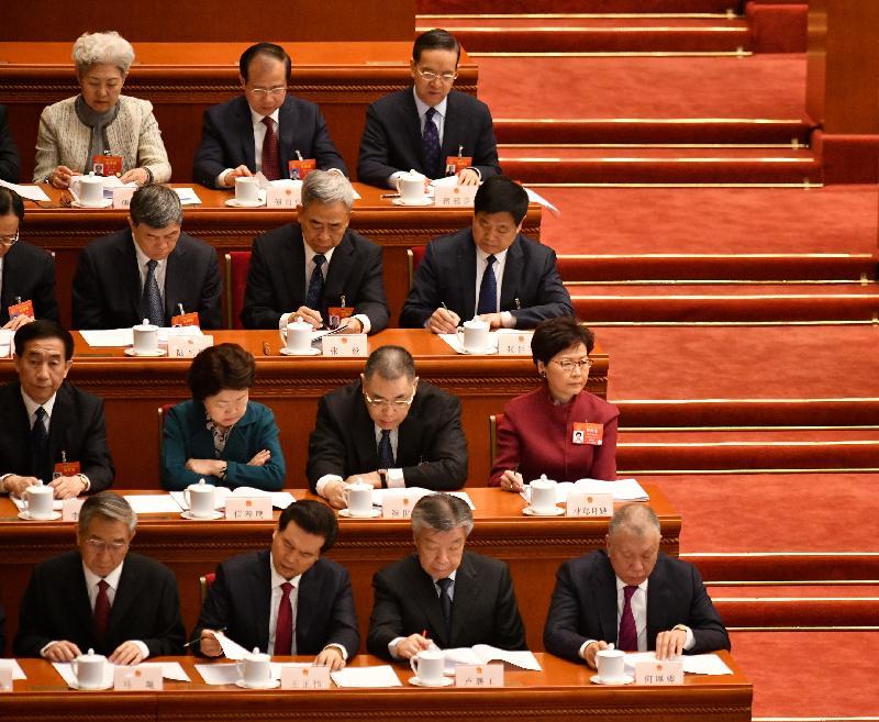 行政長官林鄭月娥(第二排右一)今日(三月五日)上午在北京列席第十三屆全國人民代表大會第二次會議開幕式。