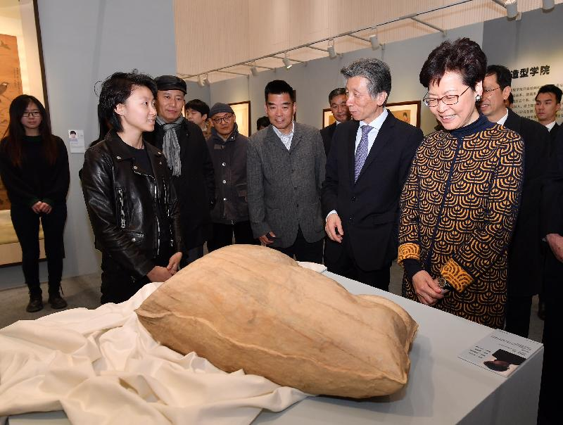 The Chief Executive, Mrs Carrie Lam, visited the Central Academy of Fine Arts in Beijing today (March 6). Photo shows Mrs Lam (first right); the President of the Central Academy of Fine Arts, Mr Fan Di'an (second right), and other participants touring an exhibition showcasing the artwork by Hong Kong students studying at the academy.