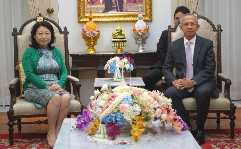 律政司司长郑若骅资深大律师今日(三月七日)继续在泰国曼谷的访问行程。图示郑若骅(左)与泰国大理院院长Cheep Jullamon(右)今早会面。