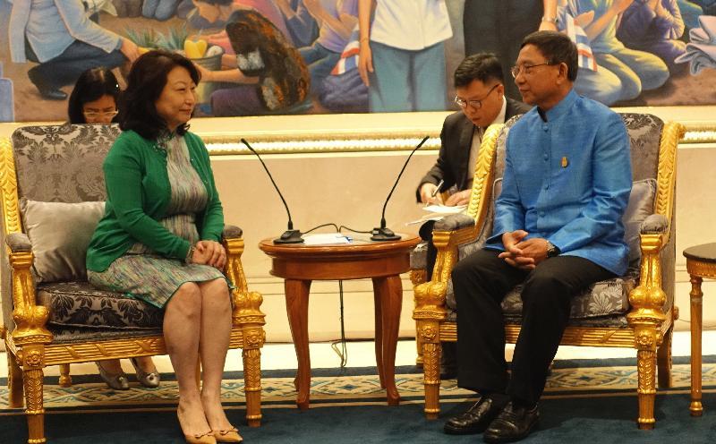 律政司司长郑若骅资深大律师(左)今日(三月七日)在泰国曼谷与泰国副总理兼司法部长Prajin Juntong(右)会面。