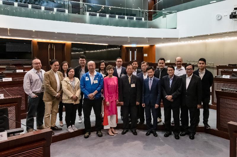 立法會議員與東區區議會議員今日(三月十九日)在立法會綜合大樓舉行會議,雙方在會議後合照。