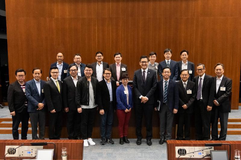 立法會議員與大埔區議會議員今日(三月十九日)在立法會綜合大樓舉行會議,雙方在會議後合照。
