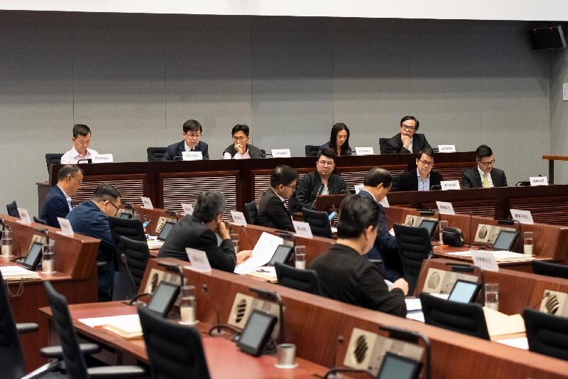 立法會議員與大埔區議會議員今日(三月十九日)在立法會綜合大樓舉行會議,就增加大埔區的泊車位交換意見。