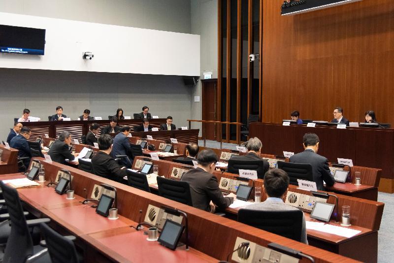 立法會議員與大埔區議會議員今日(三月十九日)在立法會綜合大樓舉行會議,討論有關要求加快興建大埔社區醫療中心的事宜。