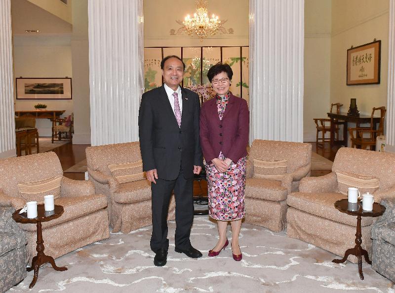 行政長官林鄭月娥(右)今日(三月二十日)下午在禮賓府與國際電信聯盟秘書長趙厚麟(左)會面。