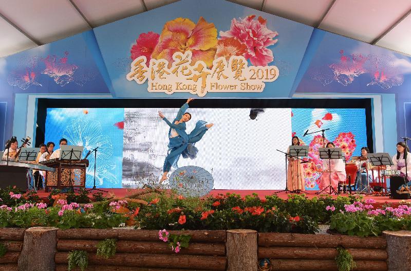 香港花卉展覽星期日(三月二十四日)結束。大會在展覽期間安排多項活動,包括花藝示範、綠化活動工作坊、親子遊戲、音樂和舞蹈表演等,令節目更豐富。