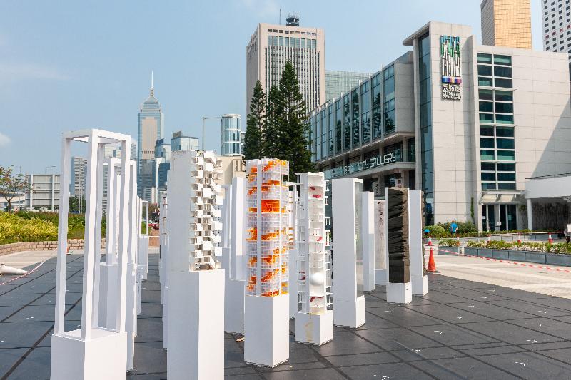 第十六届威尼斯国际建筑双年展──香港回应展「垂直肌理:密度的地景」开幕礼今日(三月二十五日)在展城馆举行。图示在爱丁堡广场的展品。