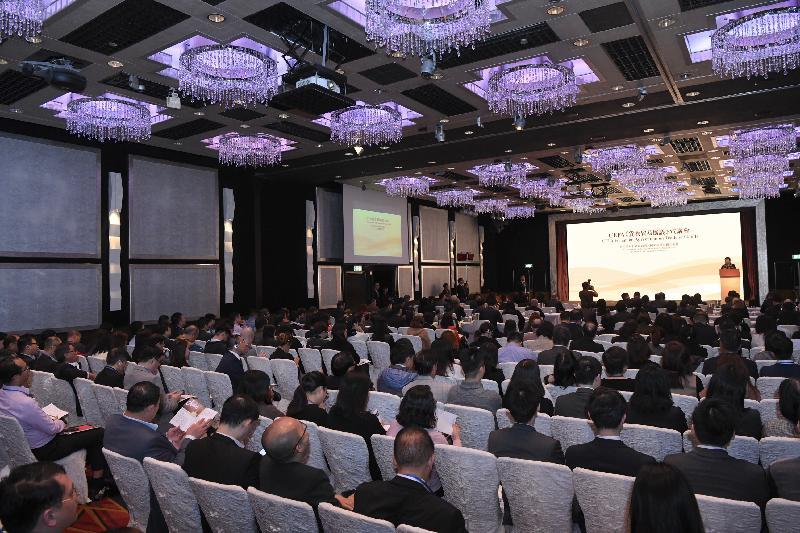 香港特別行政區政府和國家商務部今日(三月二十五日)合辦CEPA《貨物貿易協議》宣講會,向業界介紹於二○一八年十二月十四日在《內地與香港關於建立更緊密經貿關係的安排》(CEPA)框架下簽署的《貨物貿易協議》的具體內容和有關貿易便利化措施的最新發展。