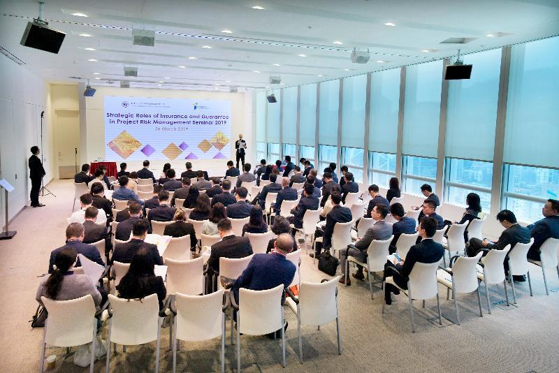 香港金融管理局基建融資促進辦公室(辦公室)與保險業監管局(保監局)今日(三月二十六日)共同舉辦研討會,吸引80多名高層代表出席,主要為辦公室的合作夥伴及參與保監局「一帶一路保險交流促進平台」的成員。