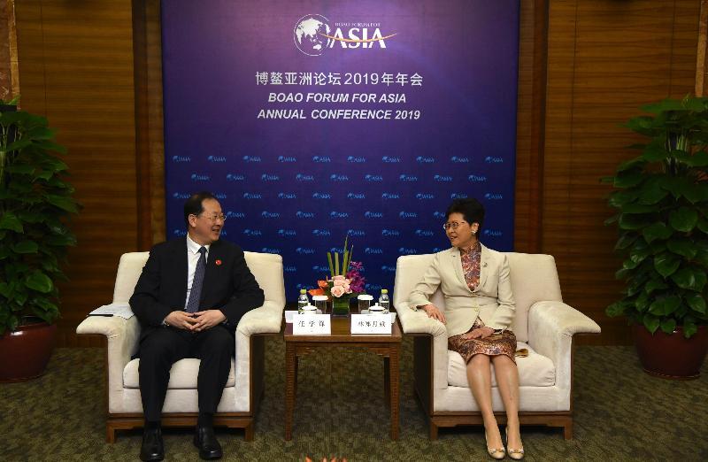 行政長官林鄭月娥(右)今日(三月二十八日)在海南出席博鰲亞洲論壇2019年年會期間,與重慶市市委副書記任學鋒會面。